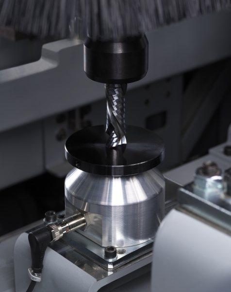 Das Bearbeitungszentrum ist mit einem Werkzeuglängen- und mit einem Werkstückmesssystem ausgestattet. Bild: Felder