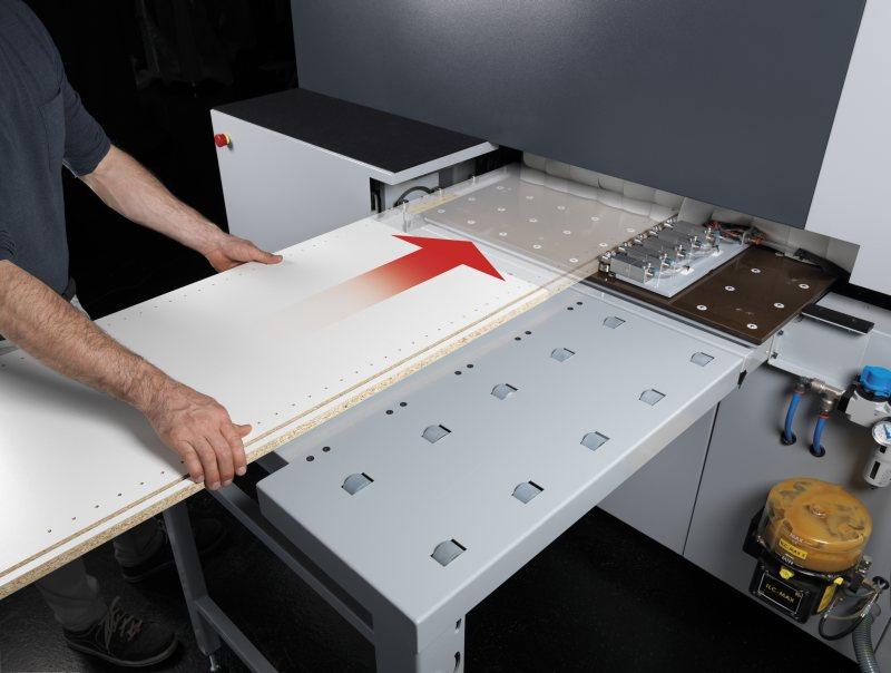 Eine zweite Anschlagreihe erleichtert das Handling langer Werkstücke. Bild: Felder