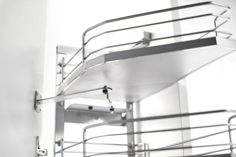 Schmal zulaufende Fronten bieten sich architektonisch gerade in kleinen Küchen an, um die Laufwege frei zu halten. Bild: Kesseböhmer