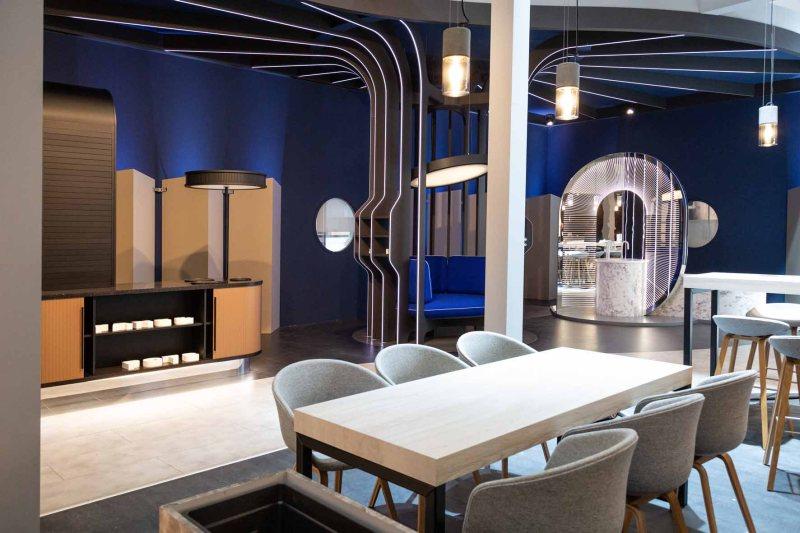 Mit dem »Future Apartment« zeigte Rehau, wie das Wohnen in Zukunft sein könnte. Bild: Rehau