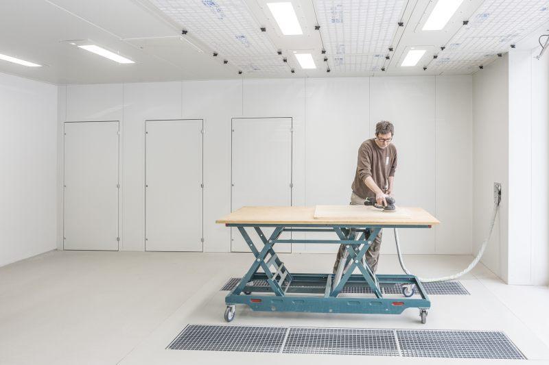 Der Schleifraum wurde mit zwei eigenständigen Schleifplätzen ausgestattet. Bild: Scheuch Ligno