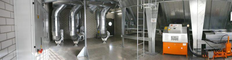 Panoramaaufnahme des Filterraums, rechts ist die Brikettierpresse zu sehen. Bild: Schuko
