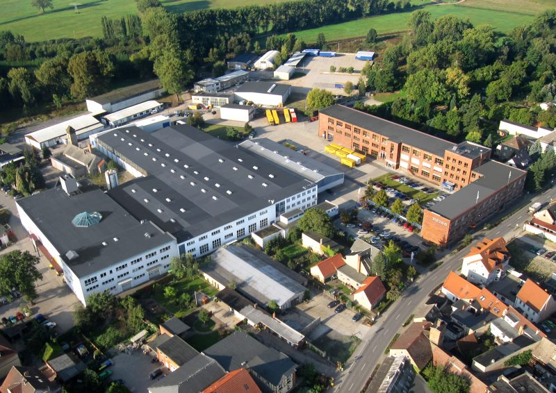 Der Stammsitz von Reiss Büromöbel im brandenburgischen Bad Liebenwerda, an dem rund 180 Mitarbeiter beschäftigt sind. Bild: Vlex