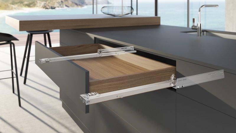 Griffloses Design: Die neue Führung für Holzschubkästen sorgt für das bestmögliche Blendenbild. Bild: Hettich