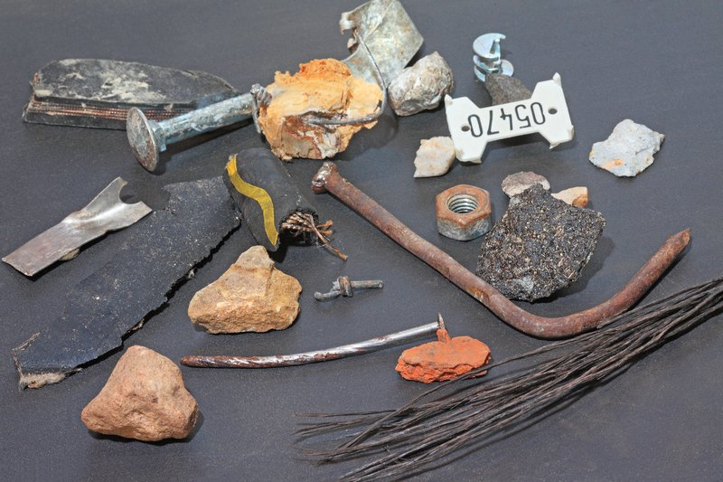 Die Fremdkörper reichen von Steinen, Metall, Gummi, Glas bis hin zu Erd- und Sandklumpen. Bild: Fagus-Grecon