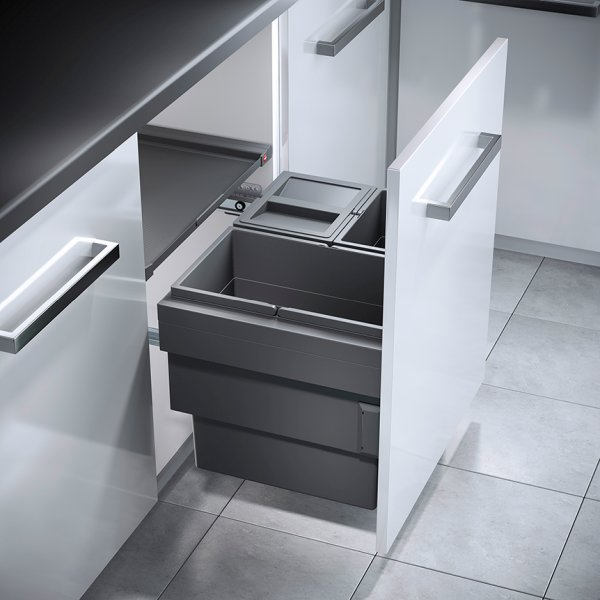 Die neuen Abfalltrennsysteme sind mit den neuen, synchronisierten Vollauszugsschienen noch komfortabler zu bedienen. Bild: Hailo