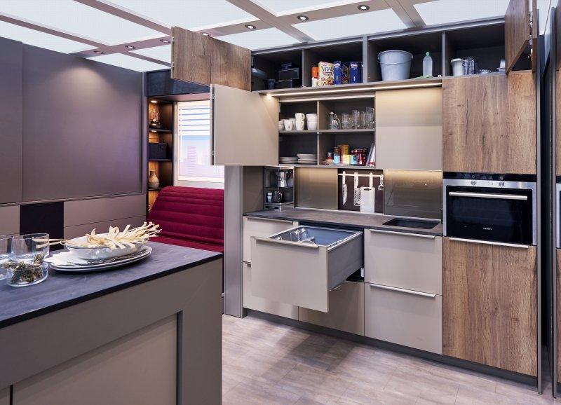 Megatrend Urbanisierung: Die Küche im Mini-Apartment vereint auf kleinstem Raum alle nötigen Funktionen mit kurzen Arbeitswegen. Bild: Hettich