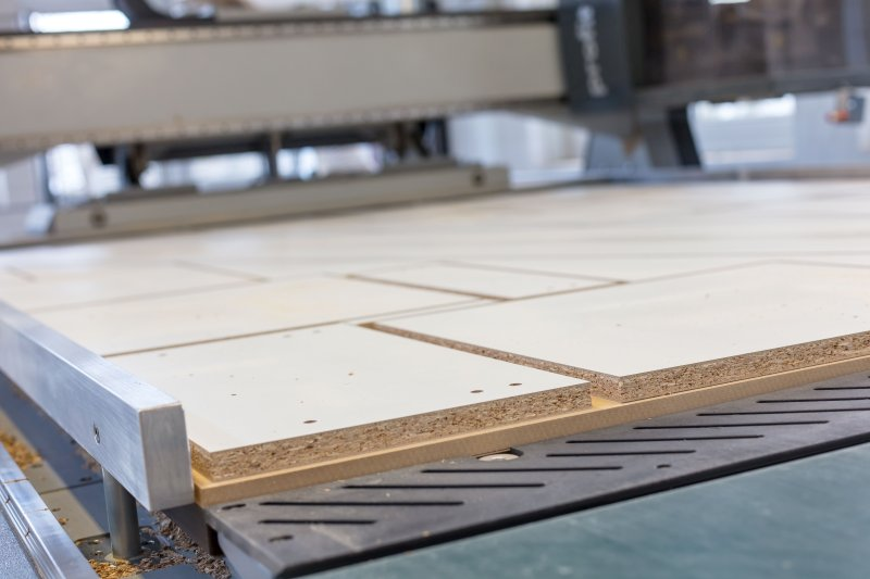 Eine besondere Herausforderung für die Absaugung sind die leistungsstarken CNC-Maschinen.  Bild: Howind Furniture