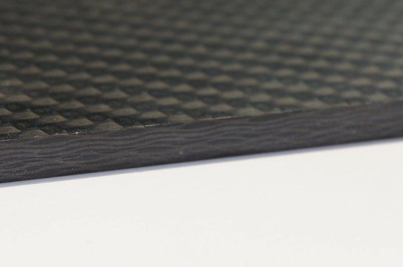Bei Kohlefaserwerkstoffen werden glatte Kanten mit dem »p-System« mit 70° Achswinkel erzielt. Bild: Leuco