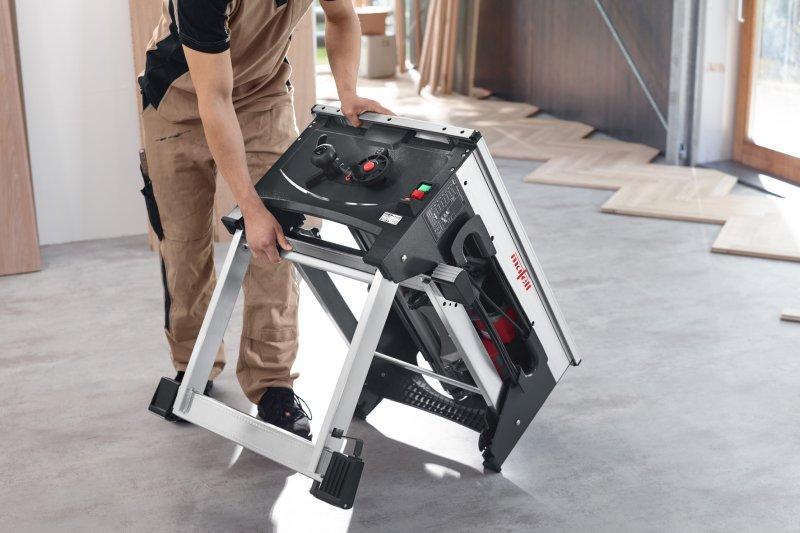 »Quickstand« ermöglicht es, die Säge innerhalb von Sekunden aufzubauen und Bodenunebenheiten ohne Hilfsmittel mit nur einem Fußdruck zu nivellieren. Bild: Mafell
