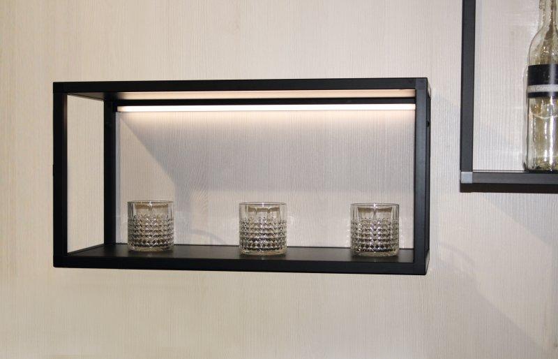 Ein Beleuchtungsprofil sorgt für gestalterische Akzente mit Licht. Bild: Schüco Alu Competence