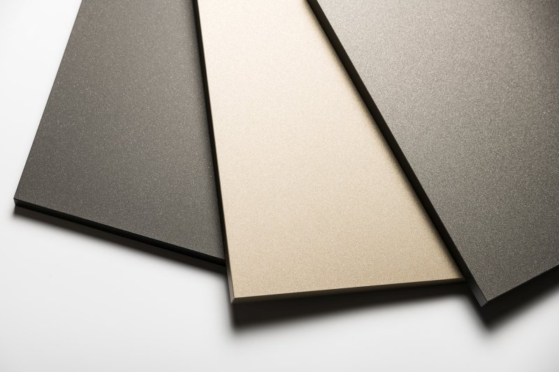 Die »Supermatt«-Metallic-Oberflächen in Granit, Champagner und Anthrazit. Bild: Senosan