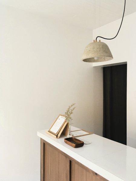 Der Designtrend »Warm Craft« bietet Wahrnehmen mit allen Sinnen. Bild: Swiss Krono