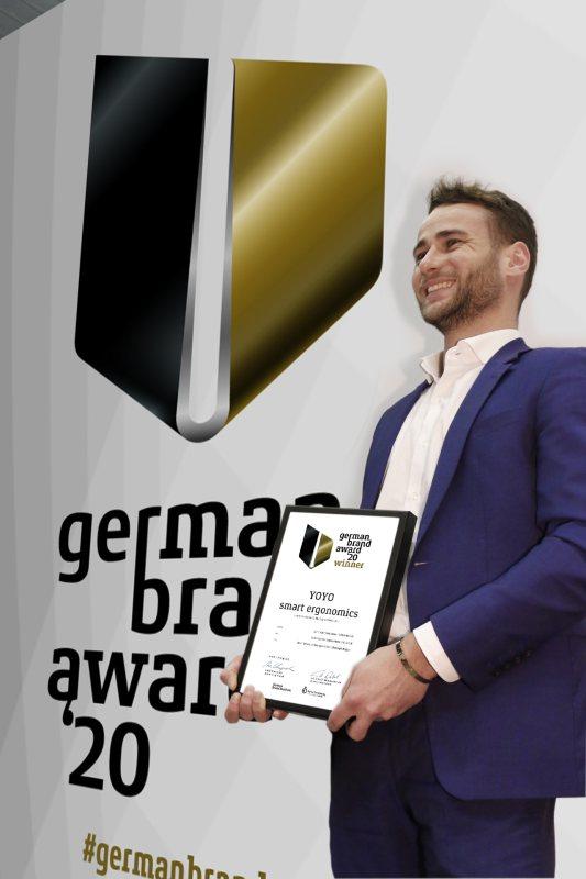 Christian Straub (Head of Sales) erhält für die App den »German Brand Award« (Bild: Kesseböhmer).