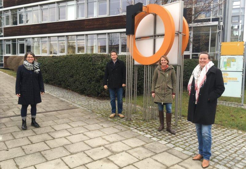 Das interdisziplinäre Projektteam der TH Rosenheim bestehend aus (von links) Veronika Auer, Dr. Sebastian Hirschmüller, Claudia Bayer und Prof. Dr. Sandra Krommes. Auf dem Bild fehlt Dr. Benjamin Engler (Bild: TH Rosenheim).