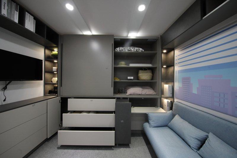 Maximale Lebensqualität auf minimalem Raum: Das »Tiny Home« ist vom Boden bis zur Decke mit intelligenten Stauraumlösungen bestückt (Bild: Hettich).