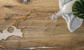 Die neue Oberfläche vereint Effizienz und Pflegeleichtigkeit einer Kunststofffolie mit dekorsynchroner Optik und mattem Finish mit Echtholzcharakter (Bild: Schattdecor).
